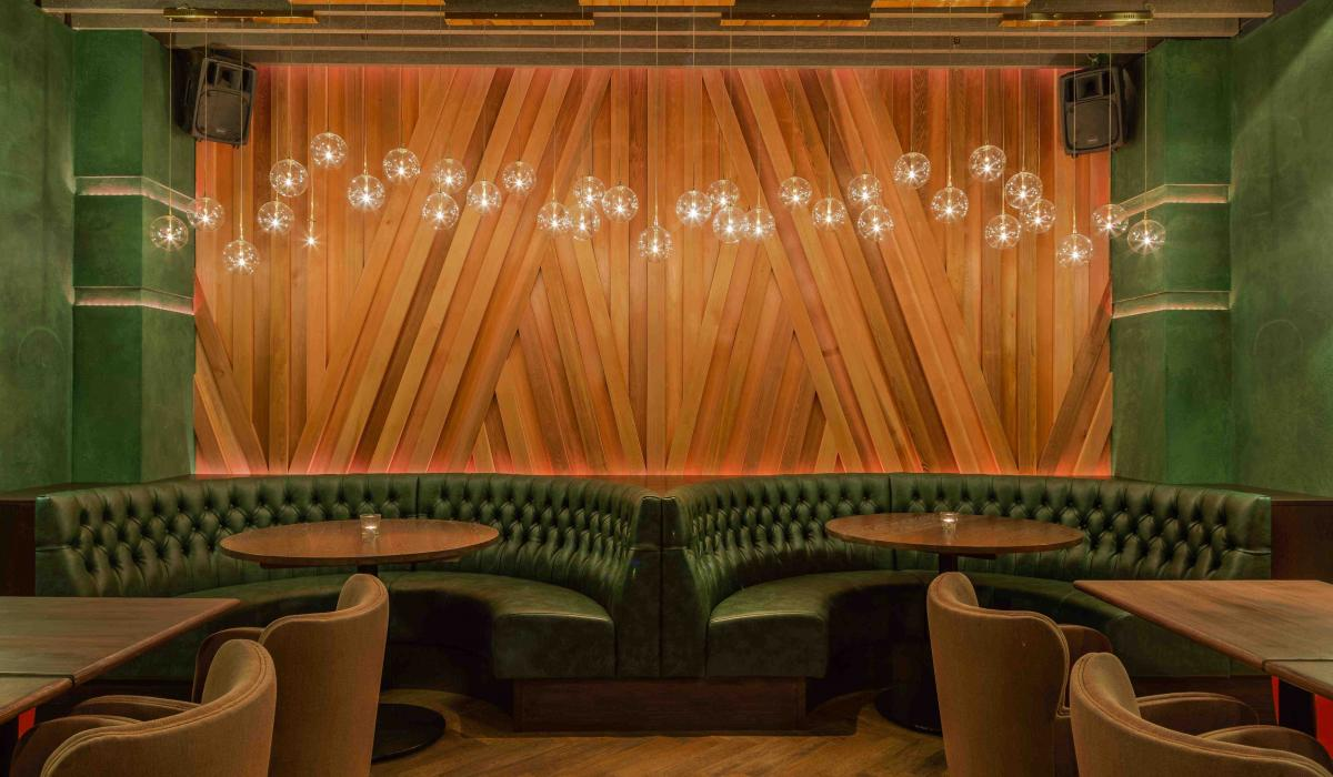Curved Banquettes | Restaurant Seating | Craftwood Interiors